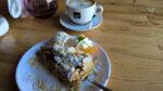 Heißer Apfelkuchen im Café Misz Masz, Gniezno, Polen