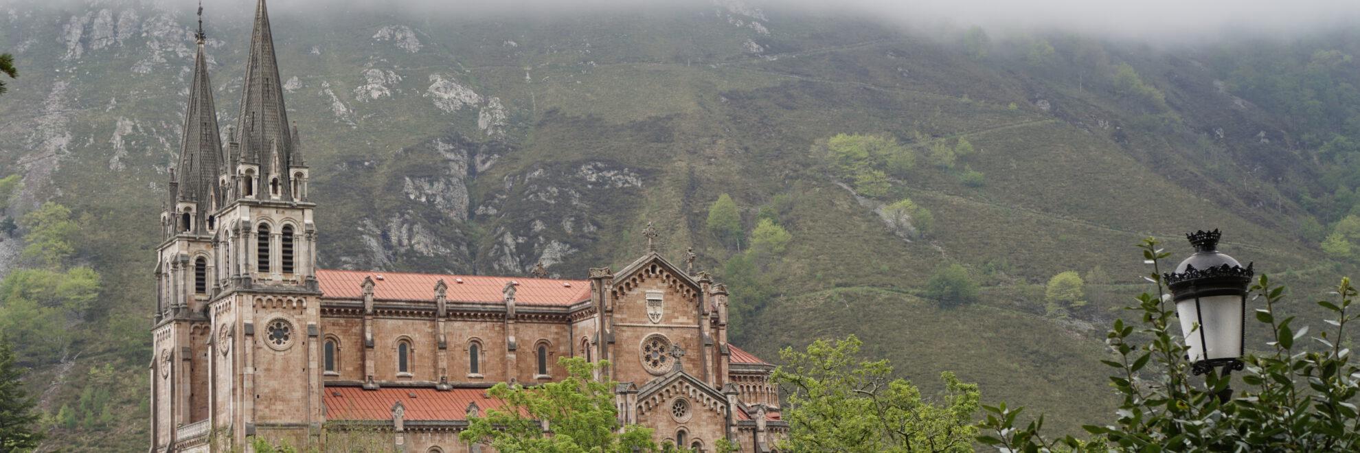 Cangas de Onís: Santuario de Covadonga